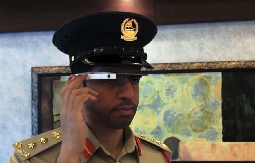 Policininkas su Googe Glass