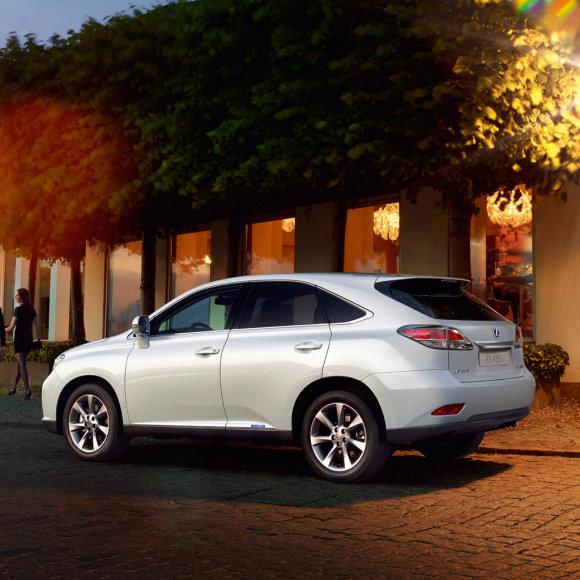 """Naujo modelio """"Lexus RX 450h"""" visureigis"""