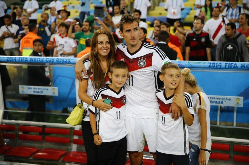 Miroslavas Klose su žmona Sylwia ir sūnumis Noah bei Luanu