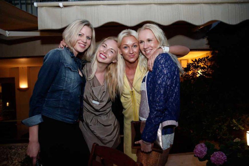 """Bendrovės """"Aldaris"""" marketingo direktorė Kadri Ärm (antra iš dešinės) su kolegėmis"""