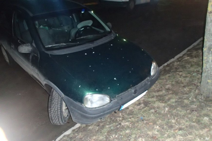Po gaudynių apgadintas automobilis