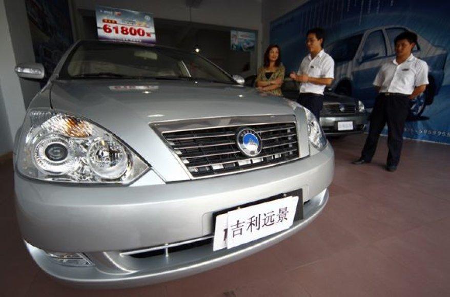 Kinijoje, stengiantis patenkinti augančią paklausą, šiemet pagaminta jau 10 mln. automobilių.
