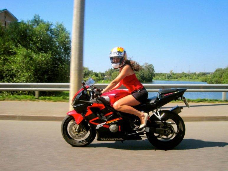 Motociklininkė iš Rusijos Viktorija