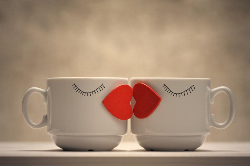 Besibučiuojantys puodeliai