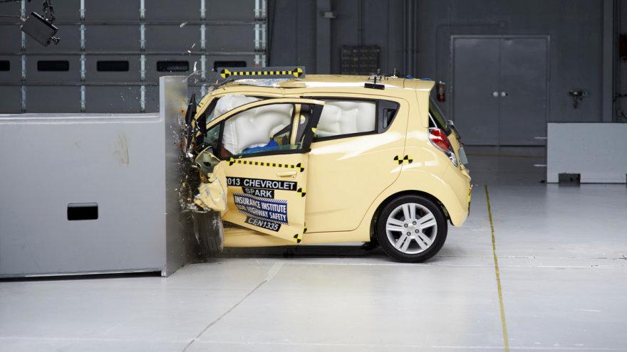 """Chevrolet Spark"" avarijos bandymas"