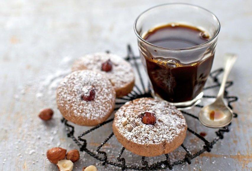 Sausainiai su lazdynų riešutais