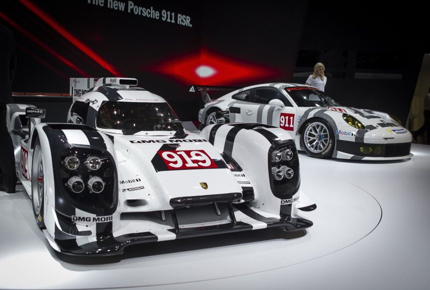 """""""Porsche"""" naujienos Ženevoje"""