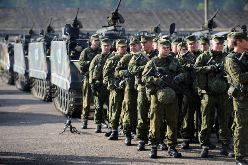 Repeticija prie prezidentės D.Grybauskaitės apsilankymą Alytuje dislokuotame Didžiosios kunigaikštienės Birutės ulonų batalione 2014 m. spalio 13 d.
