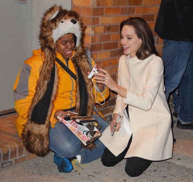 Angelina Jolie su gerbėja Techna