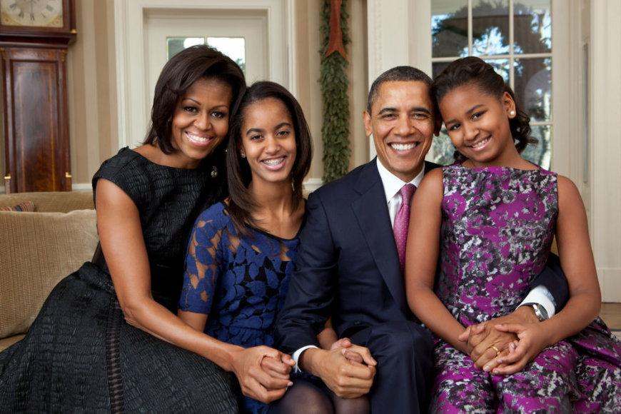 Barackas Obama su žmona Michelle Obama ir dukromis Malia, ir Sasha (dešinėje)