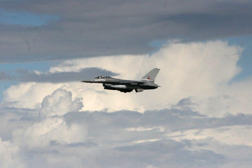 NATO bazėje nusileido šeši Portugalijos naikintuvai F-16