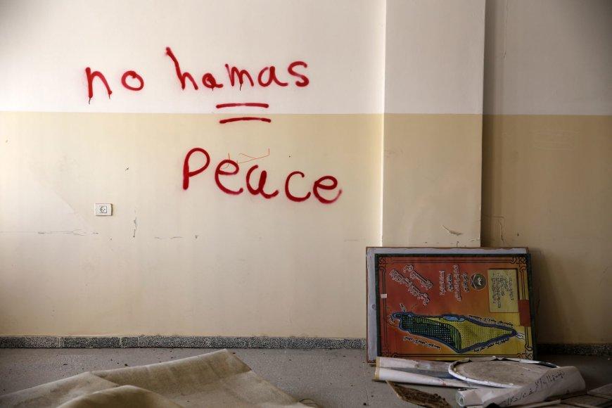 """Islamistų grupuotę """"Hamas"""" smerkiantis grafitis Gazos ruože"""