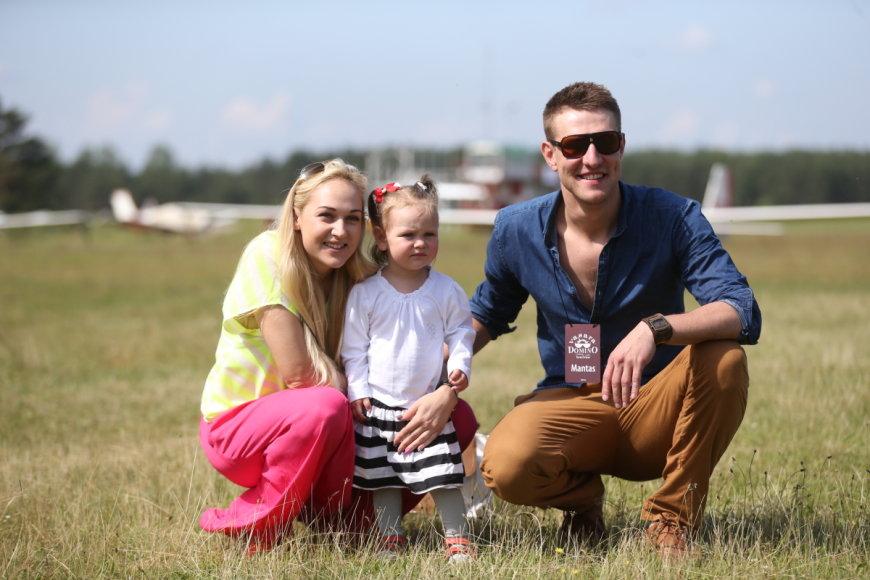 Indrė ir Mantas Stonkai su dukra