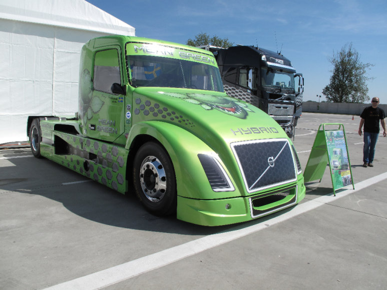 "Hibridinis 2100 AG sunkvežimis ""Mean Green"""
