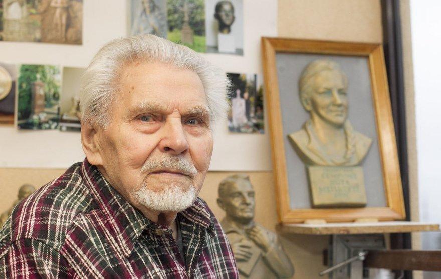 Skulptorius Jonas Vasilevičius sukūrė kelias Rūtos Meilutytės skulptūras.