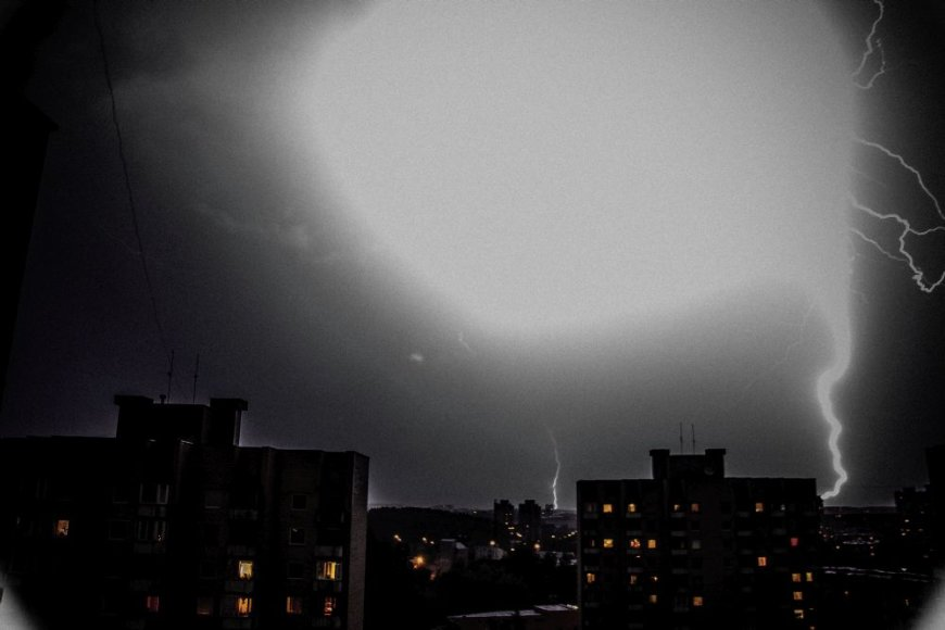 Audra Vilniuje su žaibais (Šeškinė)