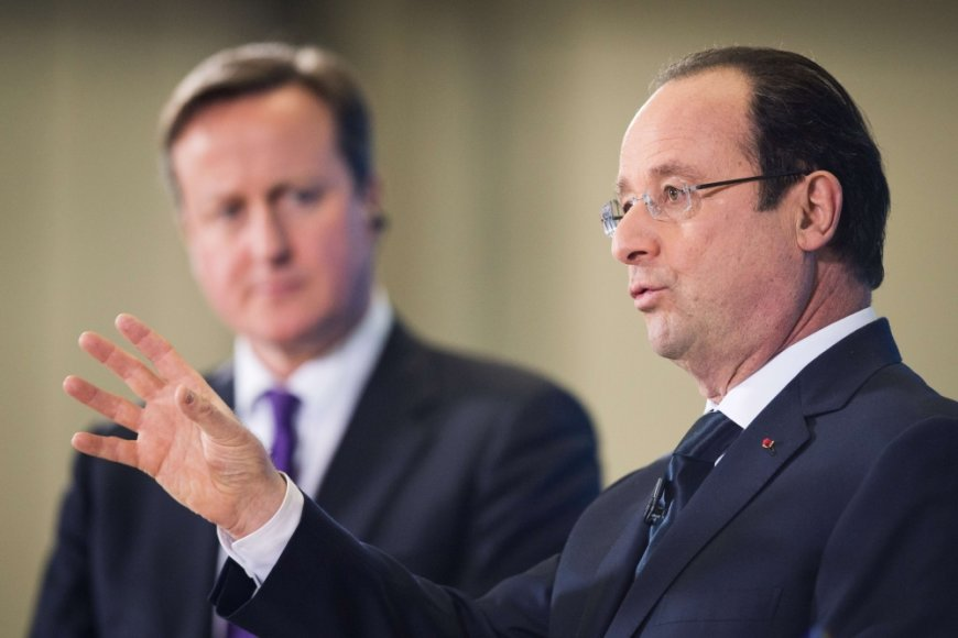 Prancūzijos prezidentas Francois Hollande'as ir britų premjeras Davidas Cameronas (kairėje)