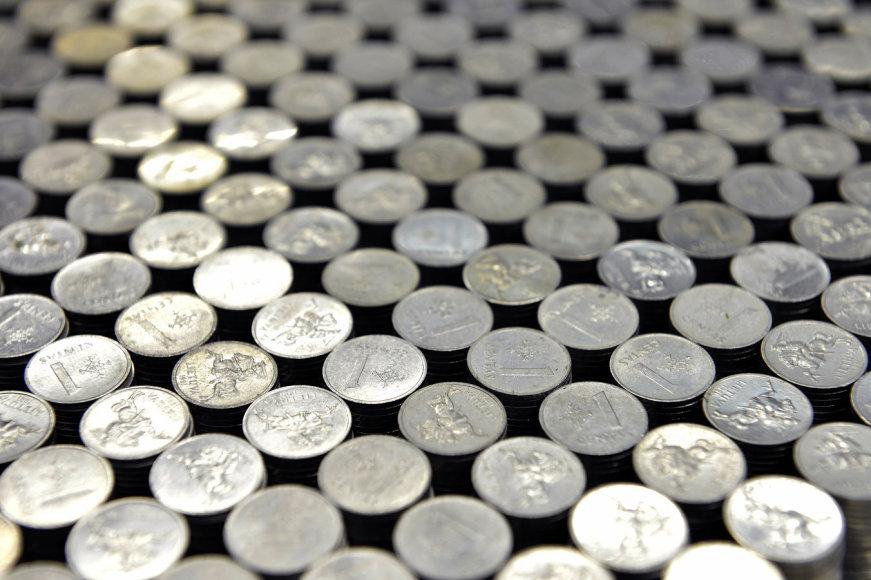 Piramidė iš milijono monetų