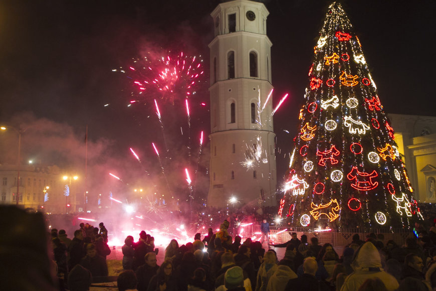 Naujųjų fejerverkai Vilniaus Katedros aikštėje