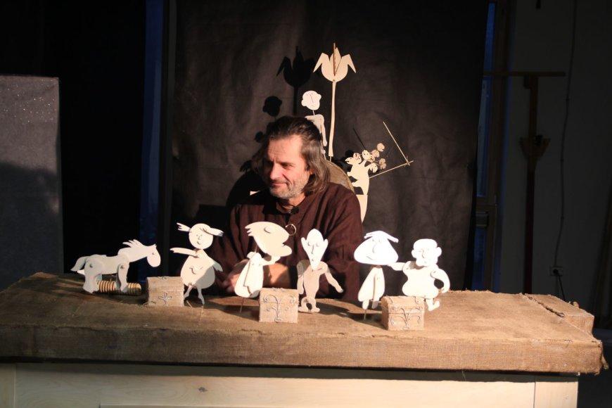Lėlininkas Linas Zubė paruošė naują spektaklį
