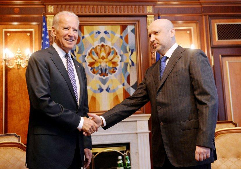 JAV viceprezidentas Joe Bidenas ir laikinasis Ukrainos prezidentas Oleksandras Turčynovas