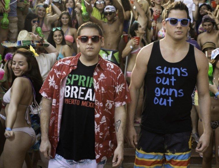 """Jonah Hillas ir Channingas Tatumas filme """"Nevykėliai po priedanga 2"""""""