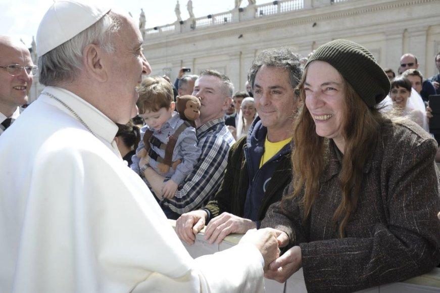JAV pankroko žvaigždė Patti Smith susitiko su popiežiumi Pranciškumi