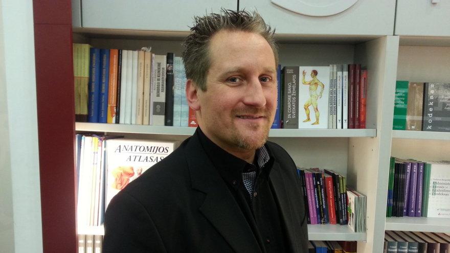 Prof. Robinas Christensenas