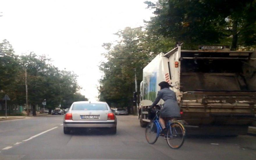Fotopolcija: nesaugūs dviratininkų manevrai