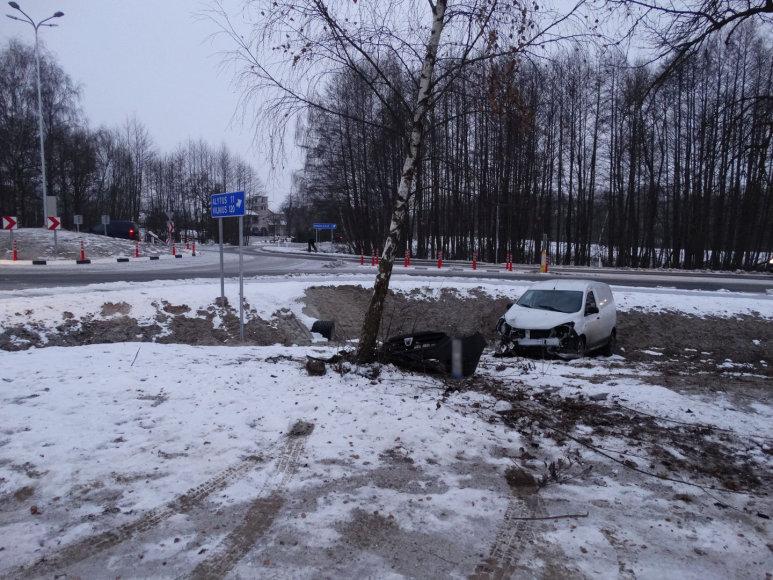 """""""Dacia"""" avarija kelyje Alytus–Seirijai–Lazdijai"""
