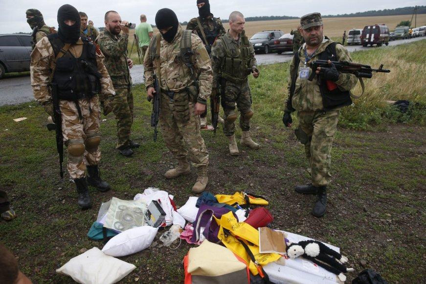 Ginkluoti teroristai trukdo tyrėjams dirbti katastrofos vietoje