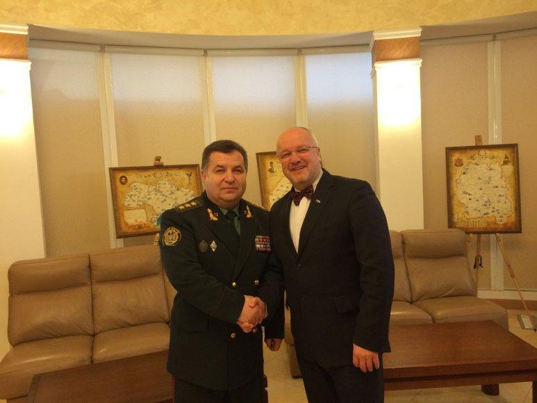 Lietuvos krašto apsaugos ministras Juozas Olekas su Ukrainos gynybos ministru  generolu pulkininku Stepanu Poltoraku