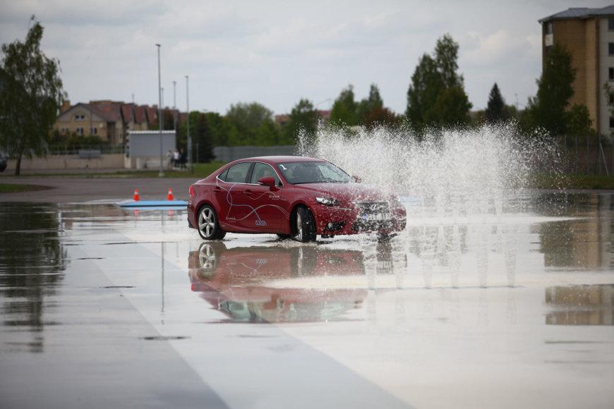"""""""Lexus"""" renginys klientams Panevėžio vairavimo mokymo centre"""