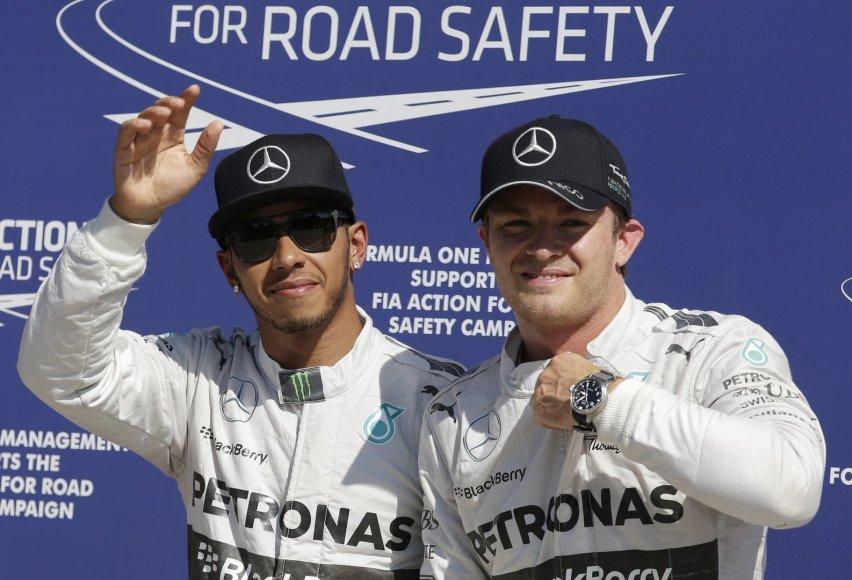 Lewisas Hamiltonas (kairėje) ir Nico Rosbergas