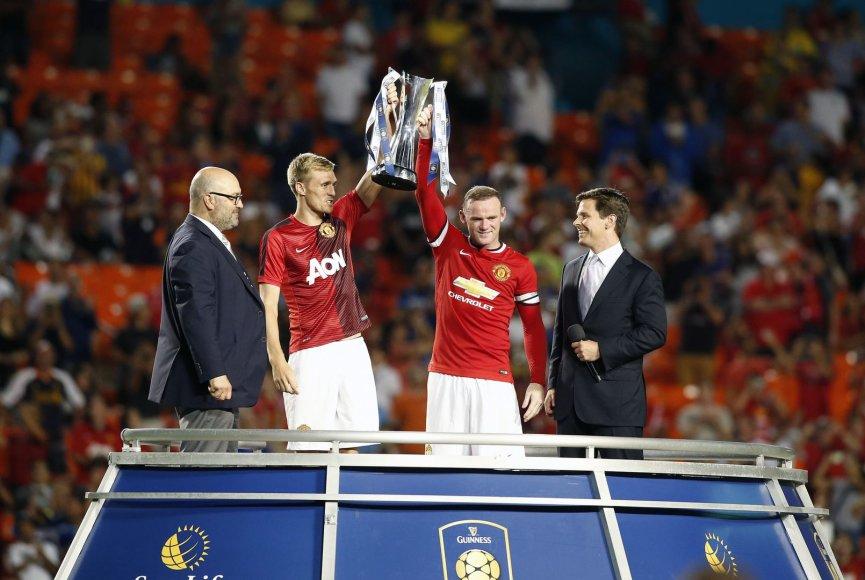 Wayne'as Rooney ir Darrenas Fletcheris