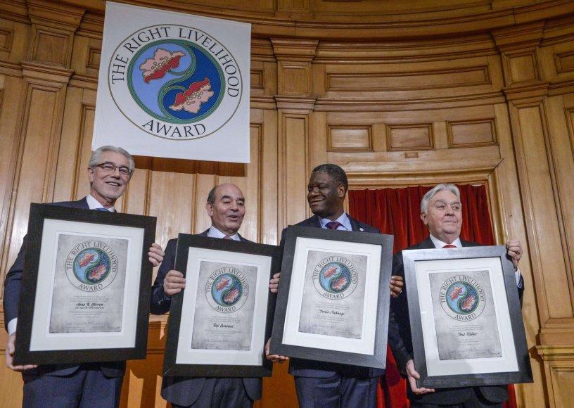 Iš kairės: šveicarų biologas Hansas Herrenas, žmogaus teisų gynėjas ir advokatas iš Gazos ruožo Raji Sourani, Denisas Mukwege ir amerikietis Paulas Walkeris