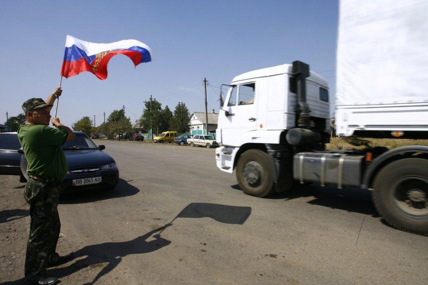 """Rusijos """"humanitarinės pagalbos"""" sunkvežimiai be leidimo įvažiavo į Ukrainos teritoriją."""