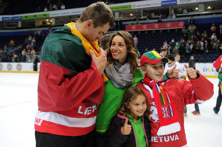 Dainius Zubrus su šeima