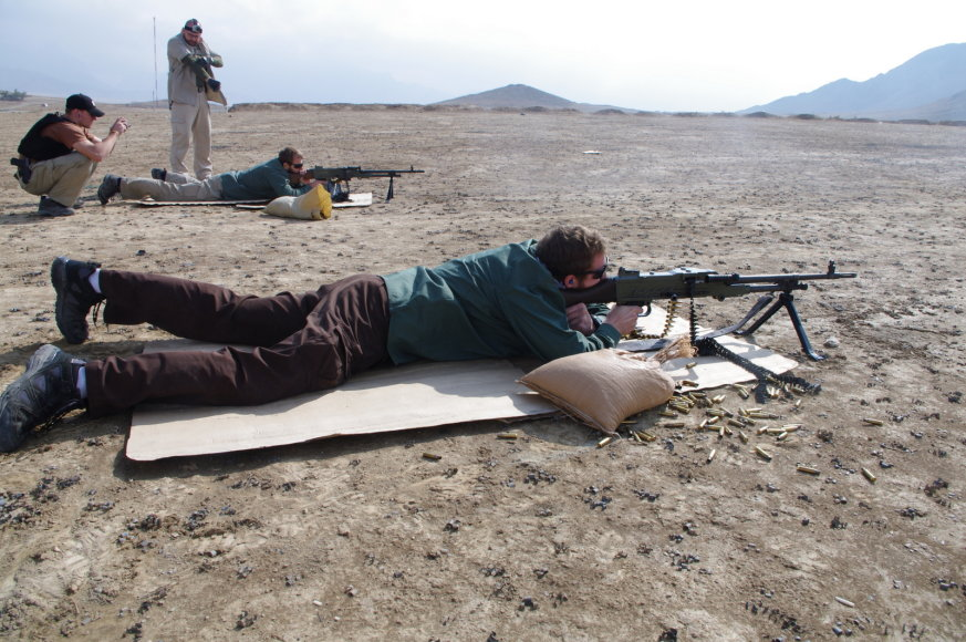 Specialiosios misijos vadovo apsaugos kariai tobulina šaudymo įgūdžius