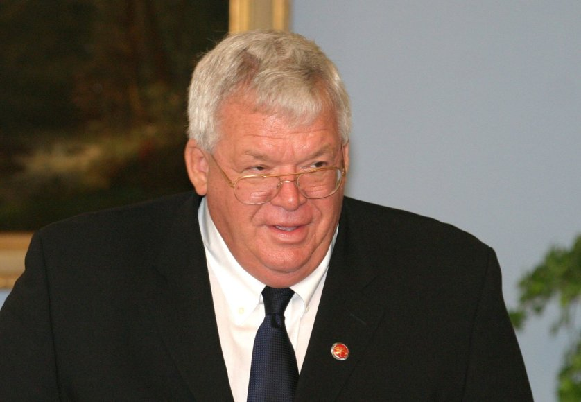 Dennisas Hastertas