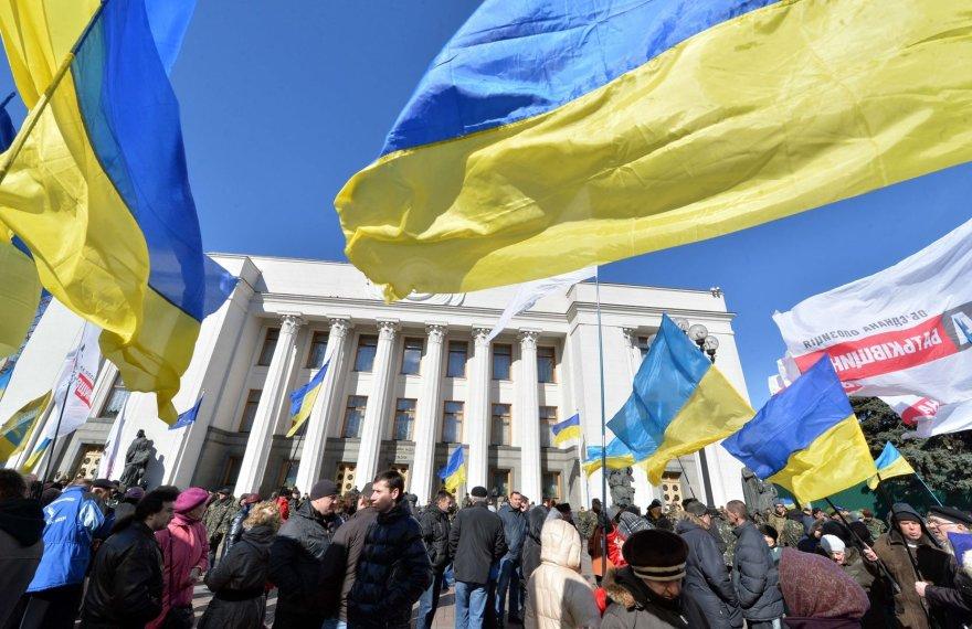 Kijeve prie Ukrainos parlamento susirinkę žmonės