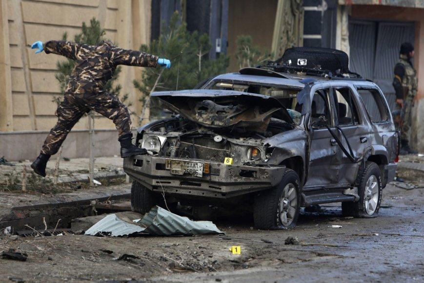 Kabule vėl aidi šūviai ir griaudėja sprogimai