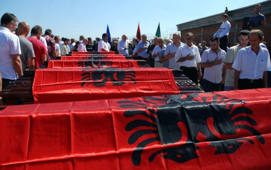 Kosovo albanų palaikų, žuvusių per karą, laidotuvės