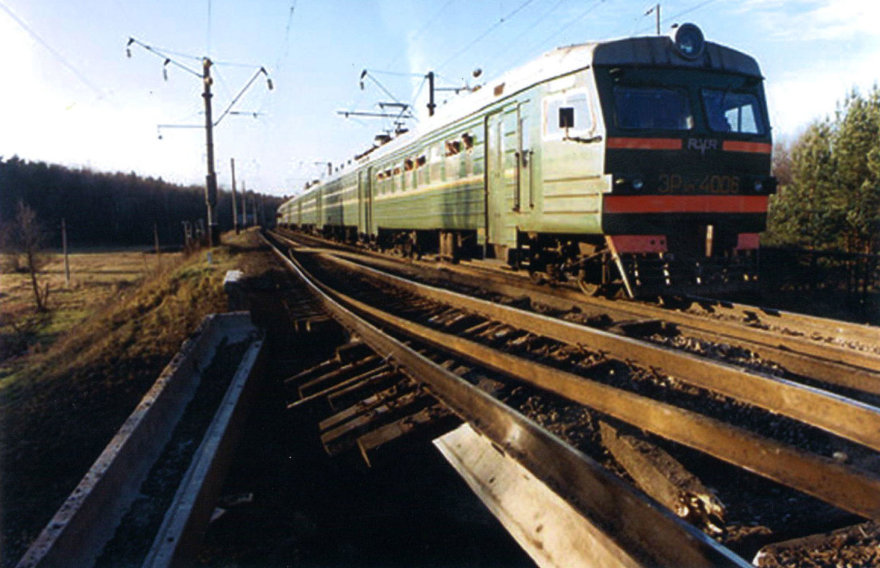 Geležinkelis per Bražuolės upę po sprogimo 1994 metais.