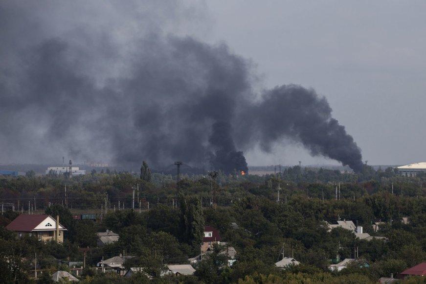 Juodi dūmai kyla virš Donecko oro uosto