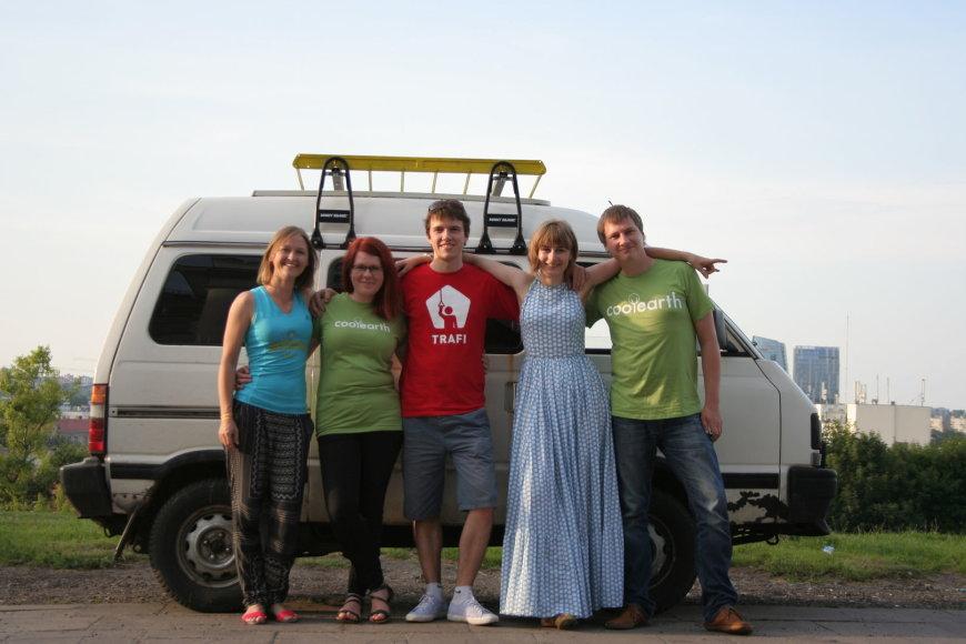 """Go Bananas"" komanda ir automobilis prieš ralį"