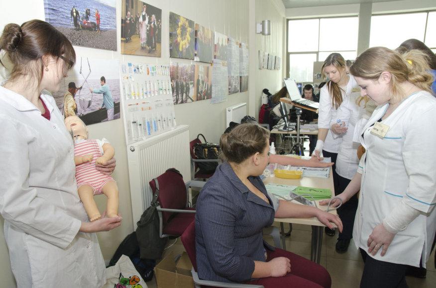 Klaipėdos universitete moksleiviai galėjo išbandyti įvairiausias specialybes.