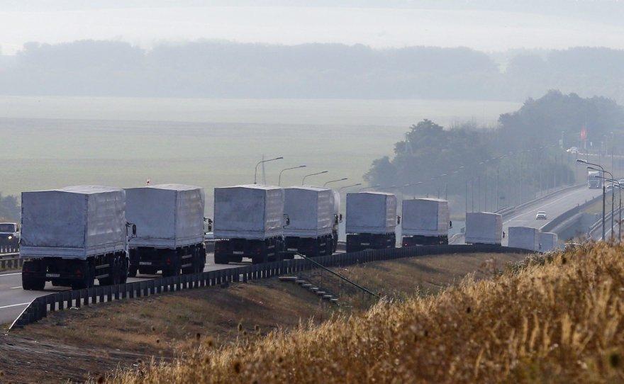"""Rusijos """"humanitarinės pagalbos"""" sunkvežimiai prie Voronežo miesto"""