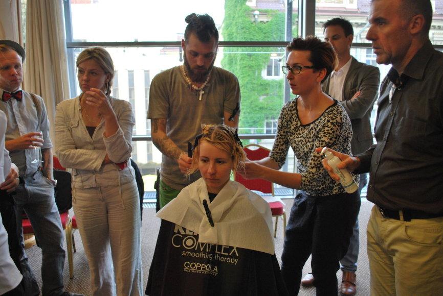 """""""Keratin Complex"""" kompanijos atstovai Vilniuje ir Kaune pristatė profesionalią keratino terapiją (""""Smoothing Therapy"""") skirtą plaukų priežiūrai."""