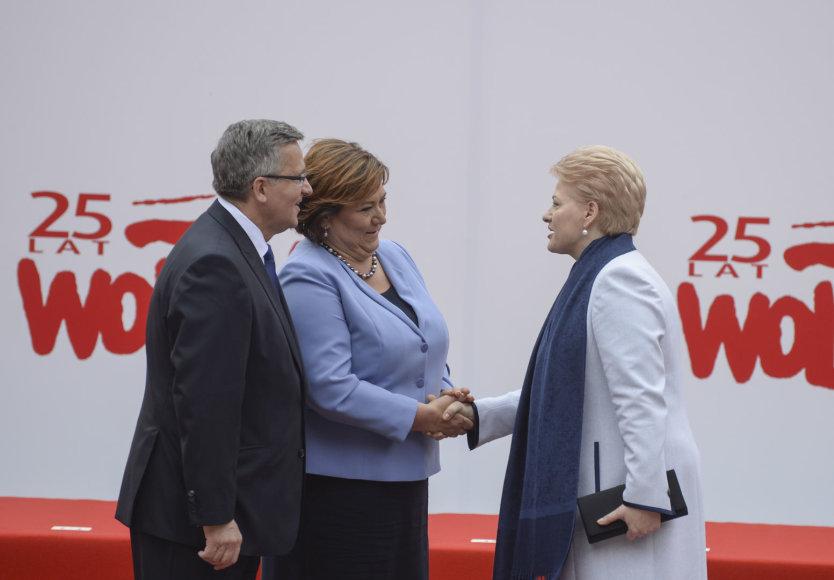 Dalia Grybauskaitė ir Bronislawas Komorowskis su žmona